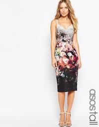 emilia clarke wears a sheer floral dress for hbo u0027s golden globes