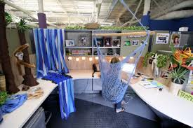 Office Cubicle Holiday Decorating Ideas by Inspiration 30 How To Decorate Cubicle Decorating Design Of 63