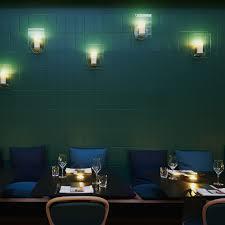 grün geflieste wand und kerzenlicht im orientalisch