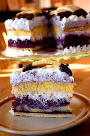 kronen torte mit heidelbeeren und verpoorten original eierlikör