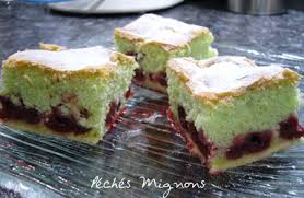 cake a la pate de pistache gâteau moelleux à la pistache et aux griottes péchés mignons