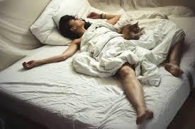 beziehung 6 gründe getrennt vom partner zu schlafen