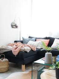 kuscheldecken gehen immer wohnzimmer sofa
