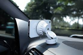 Just Mobile Xtand Go car mount for iPhone mini review