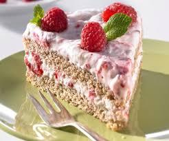 nuss biskuit torte mit himbeersahne