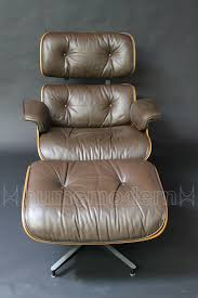 Original Eames Lounge Chair & Ottoman / ES670 - ES671 #32 Eames Lounge Chair And Ottoman For Herman Miller For Sale At Yadea Pv0211d Reproduction Album On Imgur Chair Ottoman Replica Review Mhattan Home Design Version Black Leather Details About Holy Grail 1956 W Swivel Boots 670 671 12 Things We Love About The White Vitra American Cherry Black Leather And Cushions Bedroom