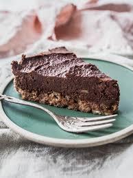 no bake schokoladenkuchen mit erdnussbutter und cashewnüssen