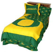 Bed Comforter Set by Amazon Com Oregon Ducks Reversible Comforter Set Sports Fan