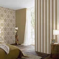 gold gestreifte tapete schlafzimmer creme und silber