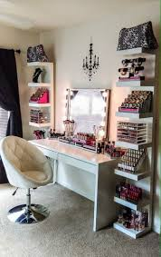 Broadway Lighted Vanity Makeup Desk Uk by Best 25 Makeup Table With Lights Ideas On Pinterest Dressing
