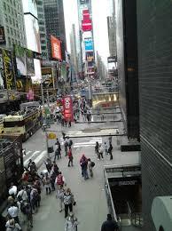 Vista da mesa para a Times Square Picture of Olive Garden New