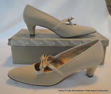 NOS NIB Cute Vintage Naturalizer 60s Beige Low Heels W Bow Accents Size