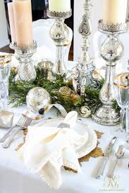 Christmas Centerpieces For Dining Room Tables by Best 25 Christmas Dining Rooms Ideas On Pinterest Rustic Round