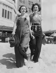 Two Ladies Rocking Elegant Beachwear In The 1920s Vintage Fashion EMGN7