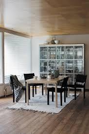 glasvitrine im esszimmer teppich esstisch glasvit
