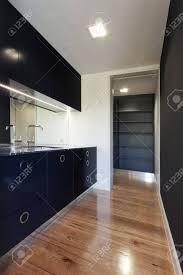 kleine modernen schwarzen küche