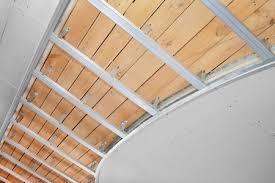 pose faux plafond pvc plâtre ou en dalle isolantes