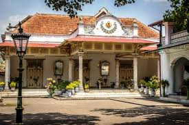 Keraton Yogyakarta Sekarang Bukan Lah Tempat Tinggal Raja Melainkan Menjadi Pusat Wisata Daerah Di Ini Wisatawan Dapat Belajar Dan