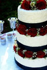red black and white wedding cakes with roses photo 2