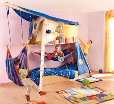 chambre enfant cabane lit cabane enfant mezzanine rabeneck haba secret de chambre
