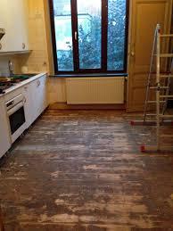 cuisine renovation fr avant après relooking peinture et sol d une cuisine ancienne