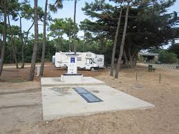 aire de cing cars cing car park direct access to the sea in