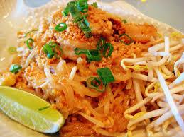 cuisine thailandaise recettes recette pad thaï nouilles sautées aux crevettes à la façon