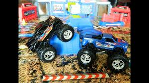 Toy Monster Trucks Play Set Playing With Bigfoot Super Stunt Stadium ...