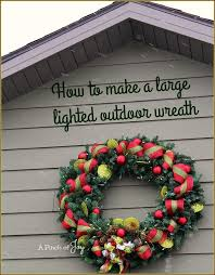 Outdoor Christmas Decorations Ideas To Make by 25 Unique Outdoor Christmas Wreaths Ideas On Pinterest