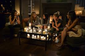Pll Halloween Special Season 3 by The Best Costumes From The Pretty Little Liars Halloween Specials