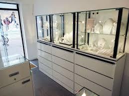 vitrine d exposition occasion vitrine d occasion pour magasin table de lit a roulettes