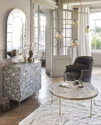 mobile hängeleuchte mit vielen kugeln aus bernsteinfarbenem glas und goldfarbenem metall maisons du monde