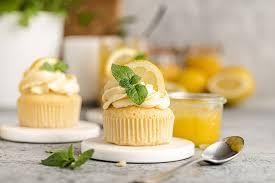 zitronen cupcakes mit lemon curd frischkäse frosting