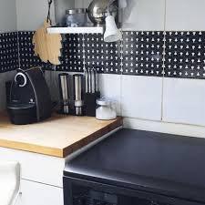 frise faience cuisine carrelage adhésif une rénovation facile côté maison