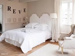 peinture chambre romantique du blanc associé à des couleurs pastel une ambiance qui invite au