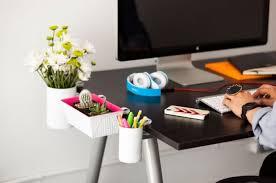 sous bureau original pot a crayon maison a clipser sur un bureau ce diy vous propose