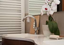 orchidee im badezimmer badeinrichtung handtuchheiz
