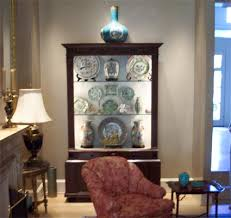 what benefits does china cabinet lighting offer