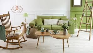 landhaus wohnzimmer idee modern mit grünen sofa