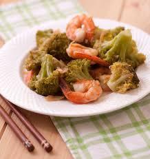 cuisiner du brocoli crevettes sautées au brocoli sauce soja et gingembre frais les