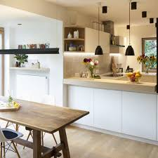 der küchen und essbereich im renovierten reihenhaus in