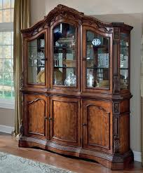 Choosing And Decorating Your Dining Room With Hutch