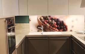 küchenrückwand aus glas tipps zur auswahl material und