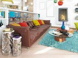 luxus großes wohnzimmer im stil des kitsches moderne wohnzimmer mit großen leder braun sofa mit bunten kissen und zwei grüne stühle mit einem kamin