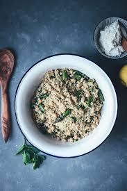 couscous salat mit gegrilltem grünen spargel kichererbsen und feta zitronen dip