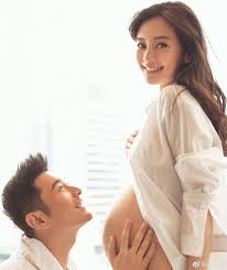 Recently On April 25 The Babys 100 Day Anniversary Huang Xiaoming Posted These Photos That Showed Angelababy With Her Baby Bump