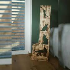 dekofiguren aus holz mit katzen thema fürs wohnzimmer