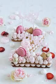 happy birthday zentis kekstorte mit erdbeere rosenblüten