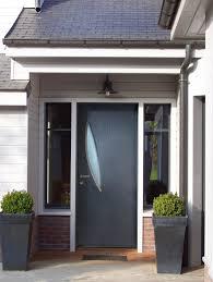installation de porte d entrée moderne en bois et aluminium mixte