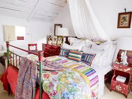 farbenmix im schlafzimmer harmonisch gestalten bett